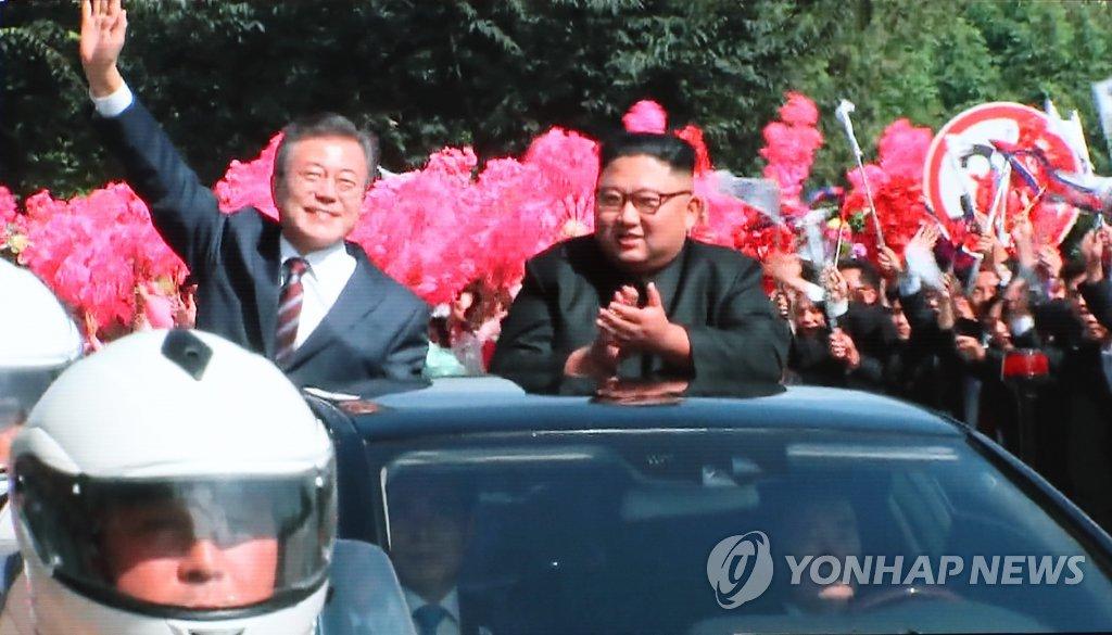 Präsident Moon in Pjöngjang von Kim Jong-un empfangen