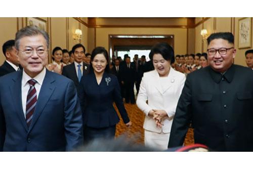 """문대통령 """"북한 산천, 평양 보니 역시 우리 강산이라는 느낌"""""""