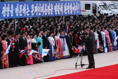 Media Korea Utara Mengabarkan Kunjungan Presiden Moon