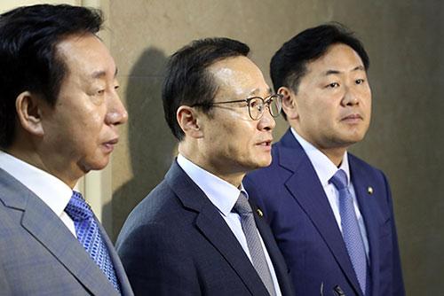 Los partidos muestran reacciones distintas sobre la visita de Moon a Pyongyang