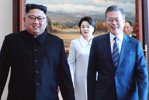 Vier-Augen-Gespräch zwischen Moon und Kim