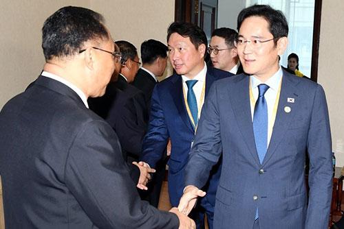 Südkoreanische Unternehmer treffen nordkoreanischen Vizepremierminister