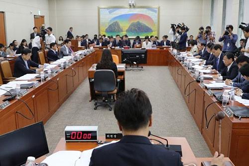 Parlamentsausschuss billigt größere Beteiligung von Industriekapital an Internetbanken