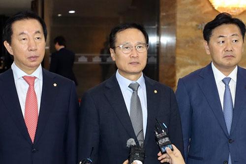 """평양 회담 결과에 엇갈린 반응…여당 """"초당적 협력"""", 야당 """"비핵화 진전 없어"""""""