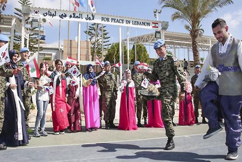 Các lực lượng đóng quân nước ngoài vui Tết Trung thu