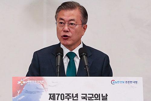 Präsident Moon betont Bedeutung von Verteidigung für Frieden und Gedeihen