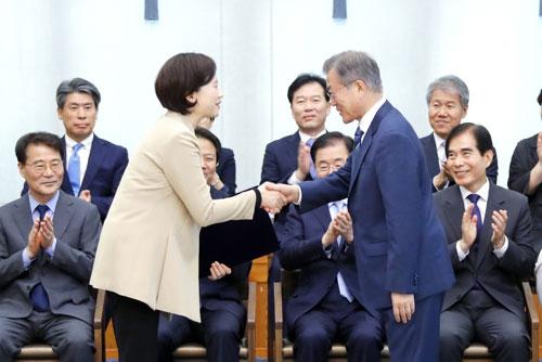 兪銀恵氏を初の女性副首相に任命 野党は強く反発