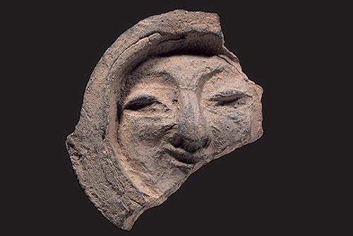 '신라의 미소' 얼굴무늬 수막새, 기와 최초로 보물 지정