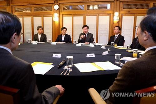 La Cheongwadae, l'exécutif et le Minjoo se réunissent pour régler les enjeux intercoréen et économique