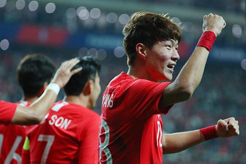 Đội tuyển bóng đá Hàn Quốc giành chiến thắng trước Uruguay sau 36 năm