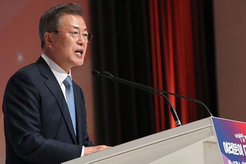 """文 대통령 """"대전환기 맞은 한반도, 국제사회와 연대로 평화 구축"""""""