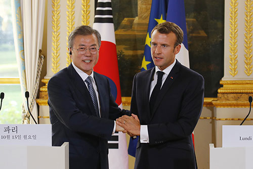 Sommet Moon-Macron : le président sud-coréen évoque la nécessité d'alléger les sanctions contre Pyongyang