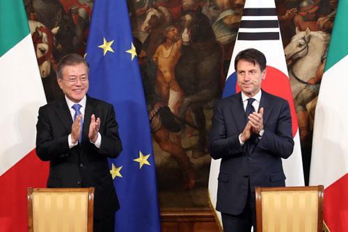Präsident Moon spricht im Vatikan von Friedenshoffnung