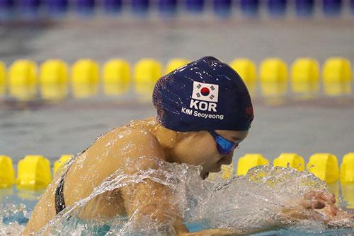 競泳のキム・ソヨン ことしの女性体育大賞を受賞