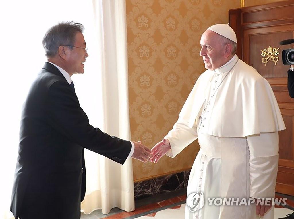 Президент РК Мун Чжэ Ин встретился в Ватикане с Папой Римским Франциском