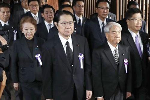 Сеул выразил сожаление по поводу подношения Синдзо Абэ храму Ясукуни