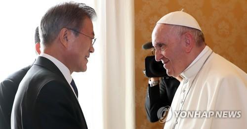 El papa se muestra dispuesto a aceptar la invitación a Pyongyang de Kim Jong Un
