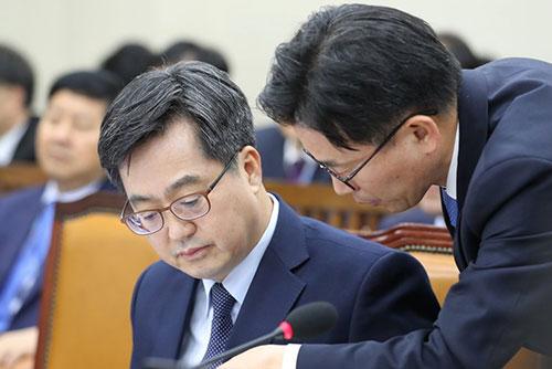 Ким Дон Ён: Состояние южнокорейской экономики неопределённое