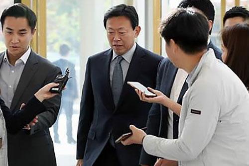 経営復帰のロッテ会長 「5年間50兆ウォン投資、7万人雇用」