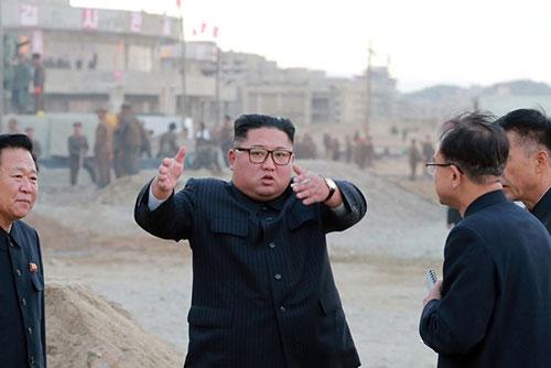 Kim Jong Un critica las sanciones contra su país al inspeccionar un complejo turístico