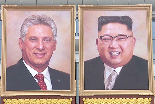 金正恩委員長の肖像画 が登場