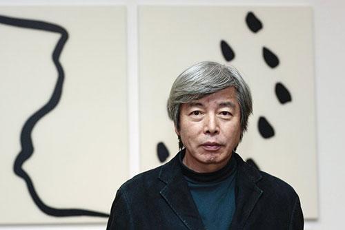 منح الفنان الكوري لي بيه وسام الفارس الفرنسي للثقافة والفن