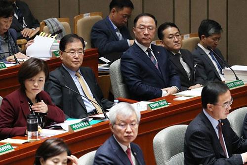 خلاف بين الأحزاب السياسية حول التعديل الأخير في الحكومة