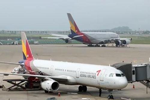 아시아나 항공기 기체 결함으로 '램프리턴'…승객 불편