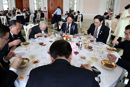 정부, '북한 리선권 냉면 발언 논란' 북한에 우려 전달