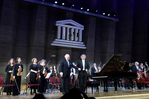 Le pianiste Paik Kun-woo illumine le concert pour la paix organisé par l'Unesco