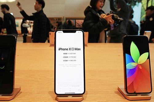 아이폰XS·XR 첫주 개통량, 전작의 60%…비싼 가격이 걸림돌