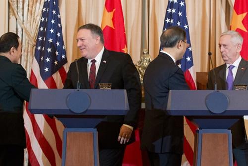 EEUU y China conversan sobre guerra comercial y desnuclearización