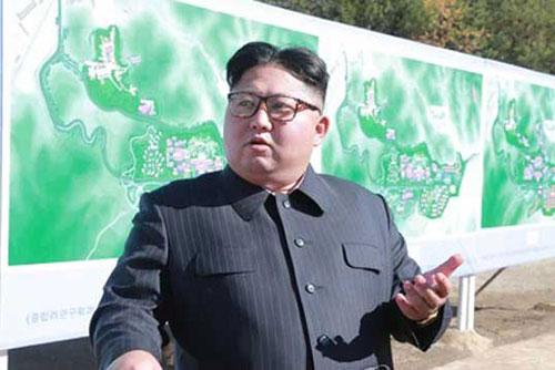 Nordkoreas Medien: Kim Jong-un wohnt Test neuer Hightech-Waffe bei