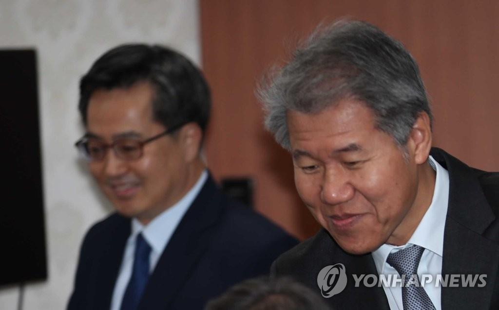 المساعد الرئاسي الجديد للشؤون الاقتصادية يبدأ ممارسة مهامه