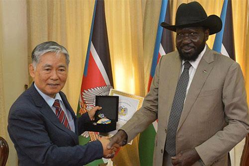 Pemerintah Sudan Selatan Menganugerahkan Ta Kehormatan kepada Mendiang Pastor Lee Tae-seok