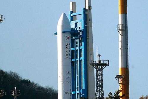 韓国ロケットエンジン 午後に試験打ち上げ
