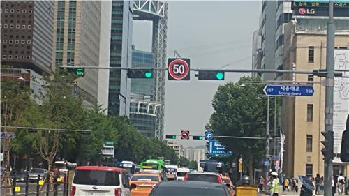 道路交通法改正で車両最高速度引下げへ 一般道路は50キロ