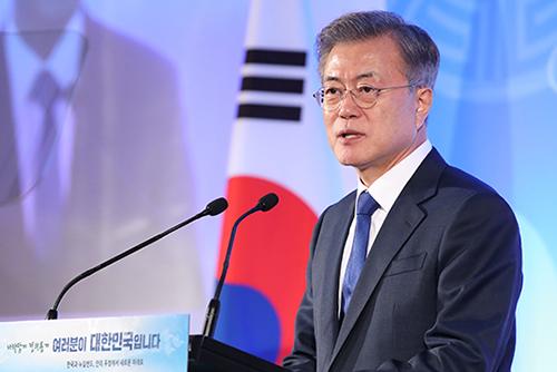 معدل تأييد الرئيس مون جيه إين يصل إلى أقل مستوياته منذ تنصيبه