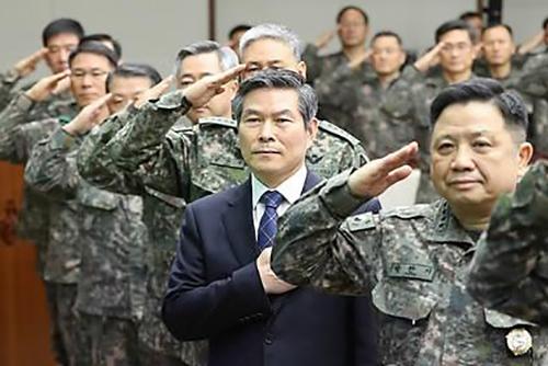 Comandantes militares abordan la creciente tensión con Pyongyang
