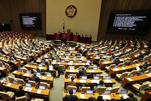 Quốc hội họp phiên toàn thể để thông qua dự thảo ngân sách mới