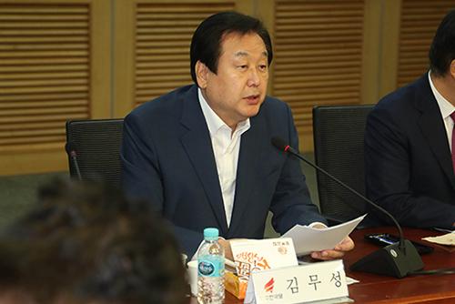 """김무성, 내년 전당대회 불출마 선언…""""전대,당 통합 계기 돼야"""""""