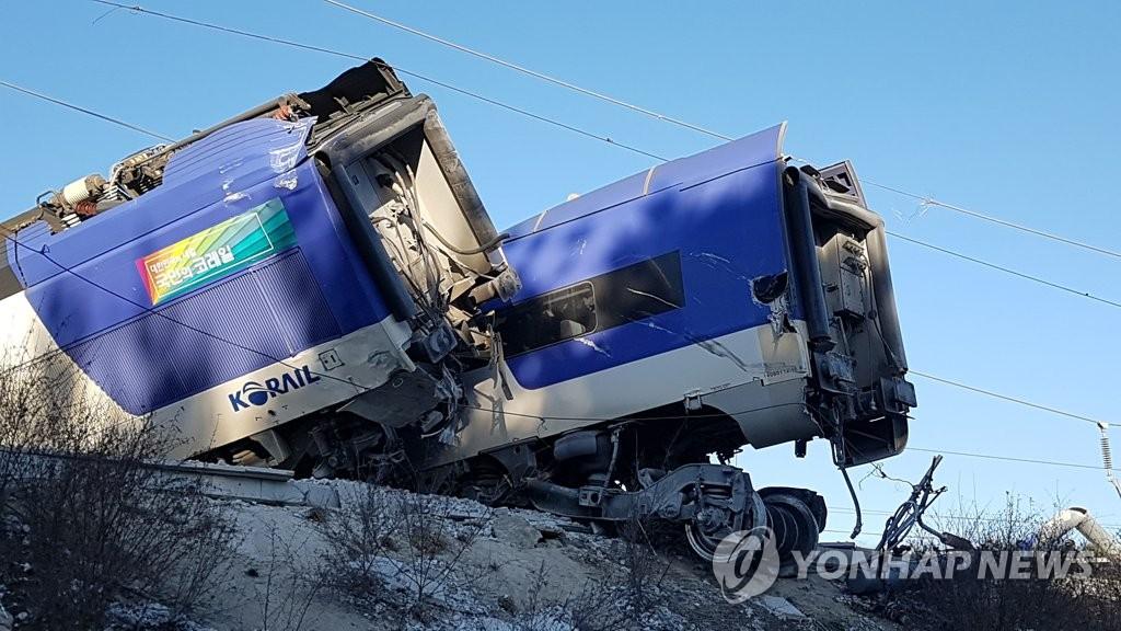 KTX열차 강릉선 탈선…강릉∼진부 운행 중단…경상자 10여 명 이송