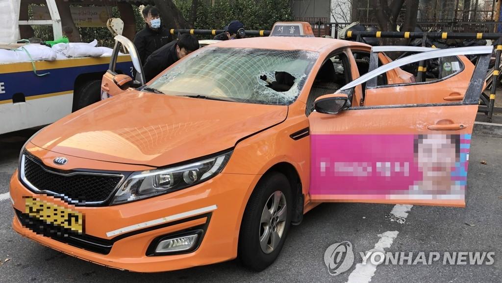 Taxifahrer zündet sich aus Protest gegen Mitfahrservice an und stirbt