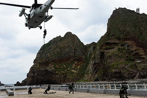 Tokyo proteste contre les exercices militaires sud-coréens au large des îlots Dokdo