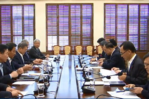 経済関係閣僚会議 来年の経済成長率2.6~2.7%
