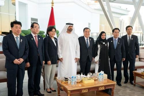 رئيس البرلمان الكوري يجتمع مع ولي عهد دولة الإمارات العربية المتحدة