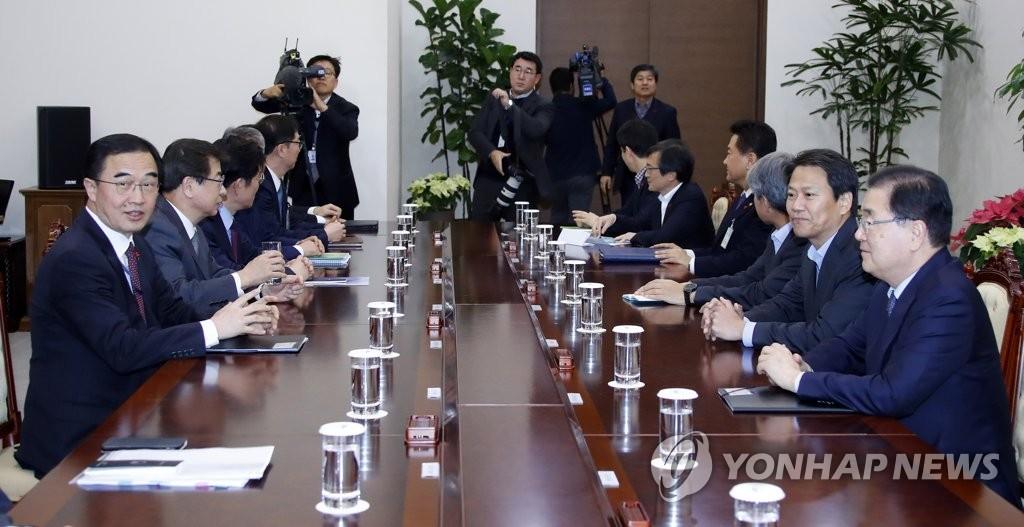 Top Office Checks Progress on Inter-Korean Projects