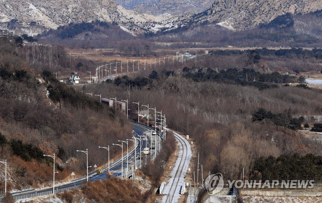 Two Koreas Begin Joint Road Survey