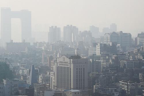 ソウルにPM2.5注意報 中国からの北西風で大気汚染