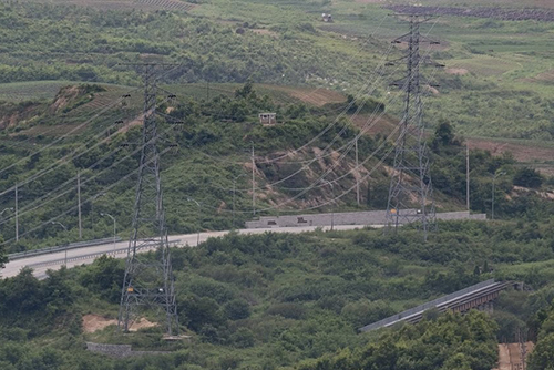 Two Koreas Make Contact for Joint Survey of Roads